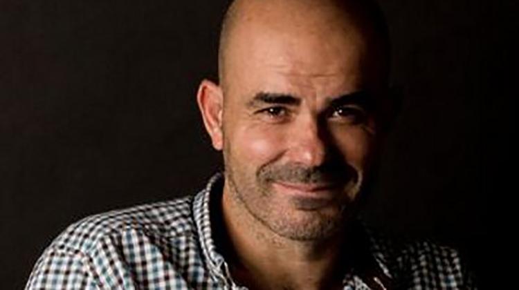 Sacheri gana premio Alfaguara
