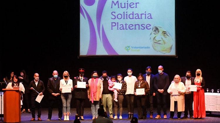 Florencia Zabaleta reconocida entre las 100 Mujeres Solidarias platenses