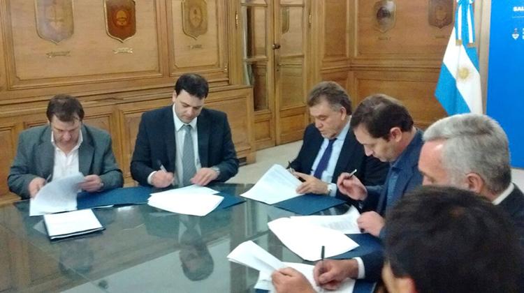 Barroso firmó convenio para obras