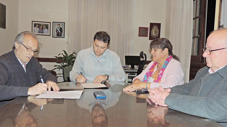 Barroso firmó convenio con la CEyS