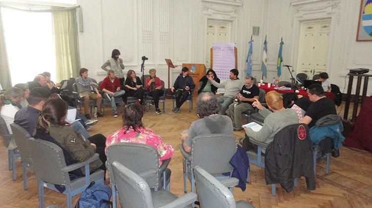Asamblea de artistas locales
