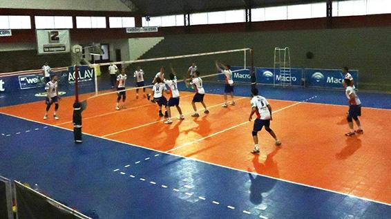 Torneo Nacional de Vóley: Los Gigantes del Sur entrenaron en Atlético 9 de Julio