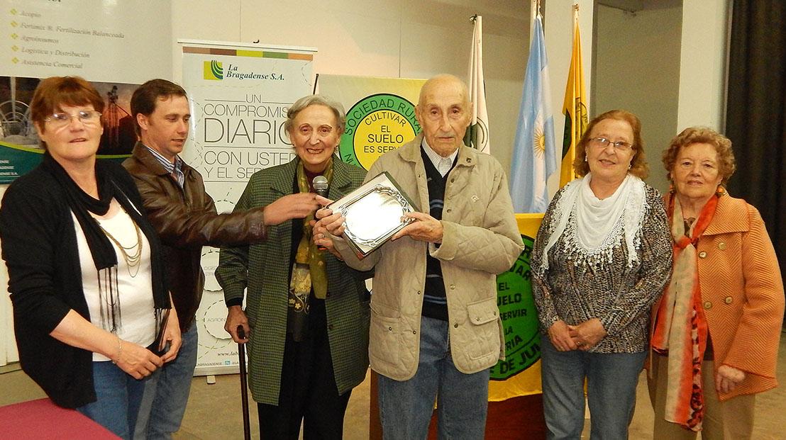 Con 96 años Don Manuel Rolando es el agricultor del año 2015