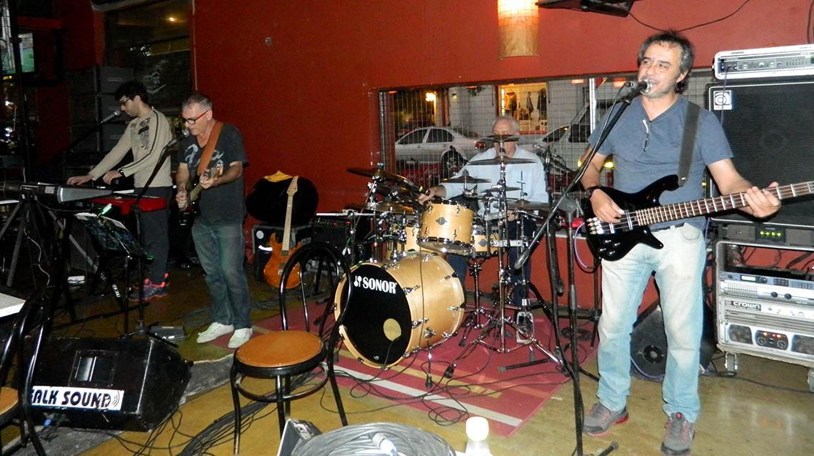 Laguneros a puro rock nacional