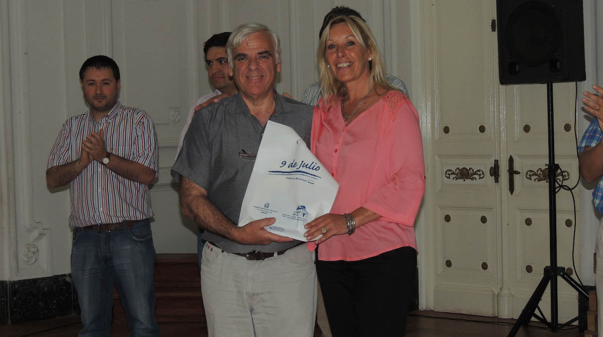 Battistella reconoció a empleados municipales