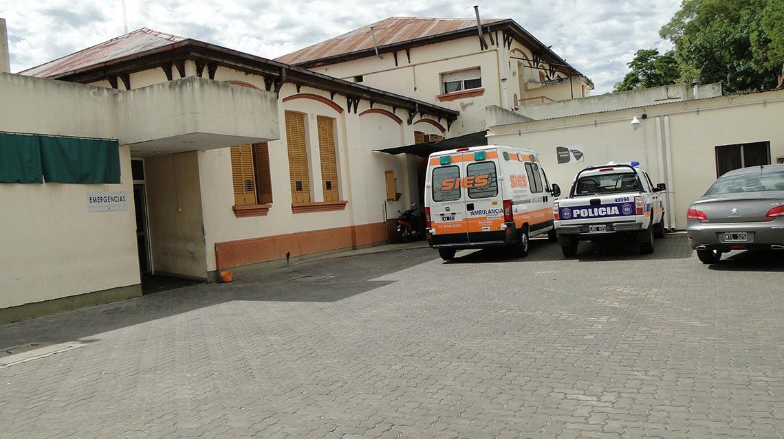 Tras accidente en planta urbana fue hospitalizado un motociclista