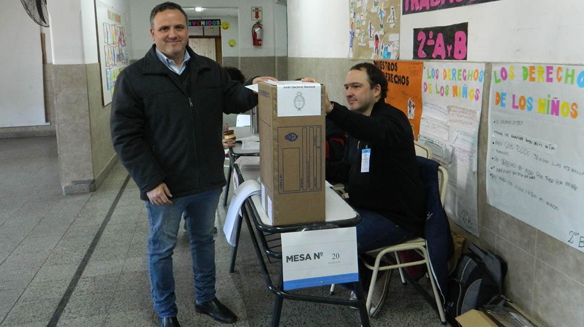 PASO 2017: Votó Gabriel Castiglioni