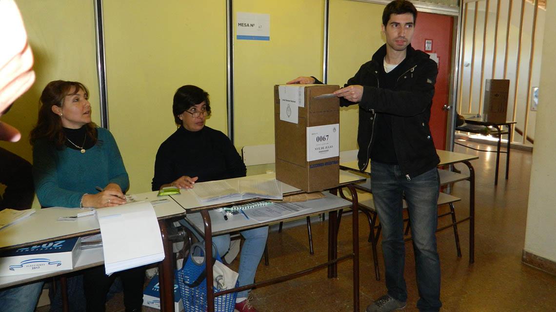 PASO 2017: Votó Juan Pablo Parise
