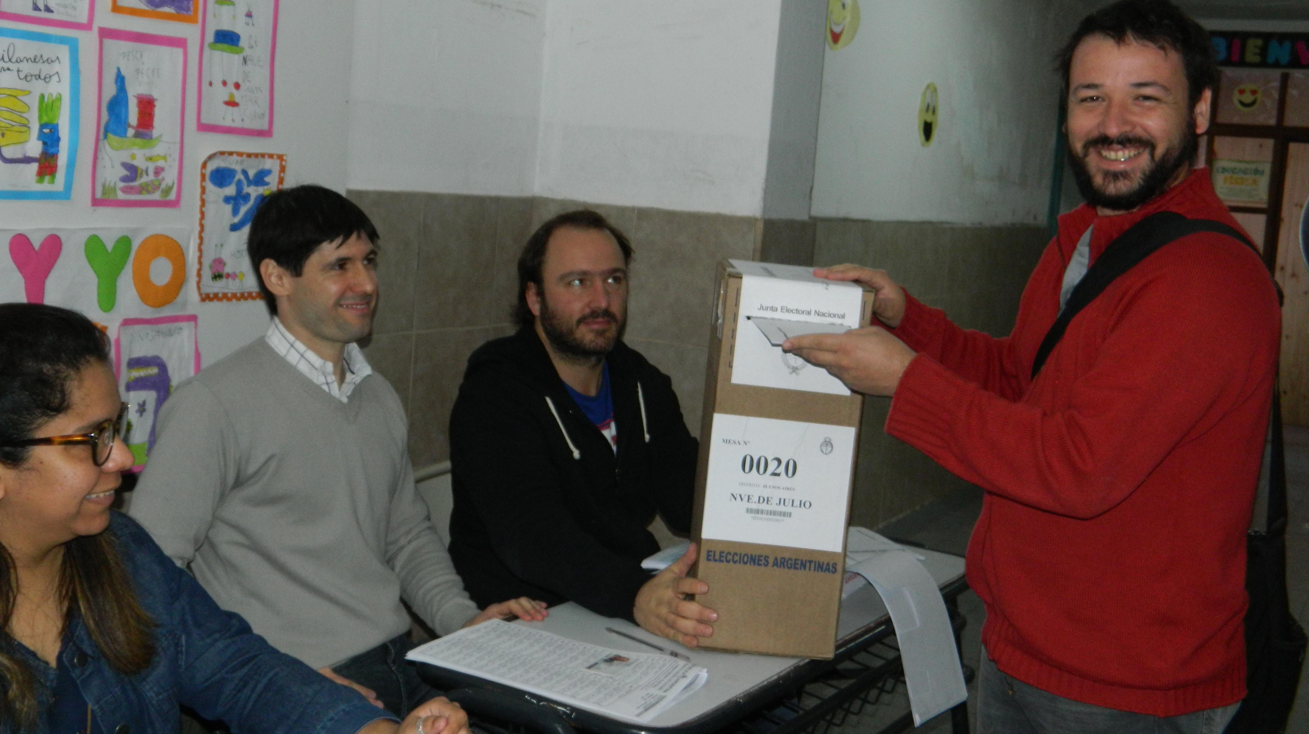 Votó Franco Caruso