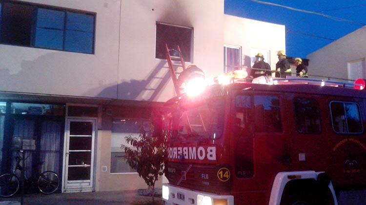 Tomó fuego un departamento
