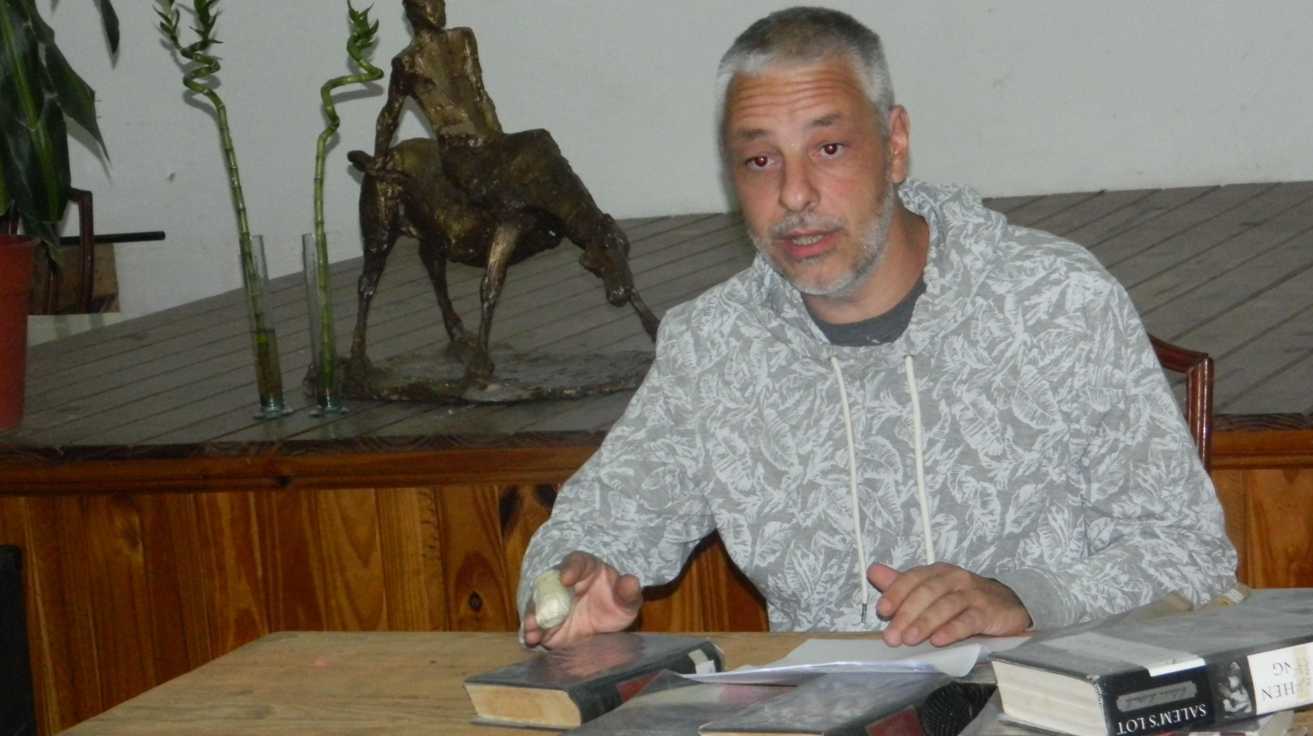 Hernán Carbonel y la literatura policial