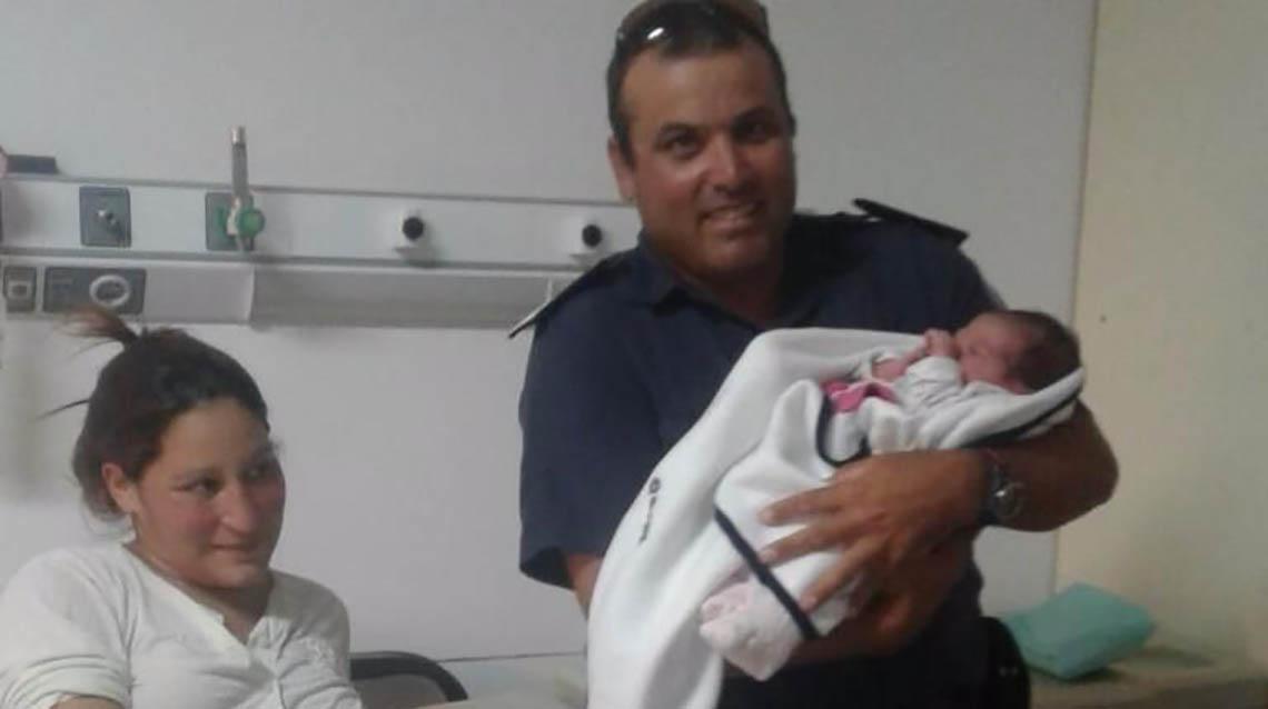 Policía nuevejuliense ayudó en parto