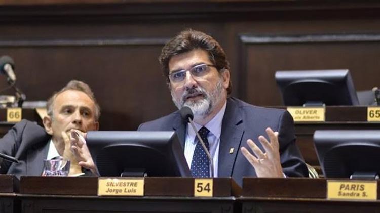 """Jorge Silvestre: """"Es necesario discutir con los chicos en las escuelas"""""""
