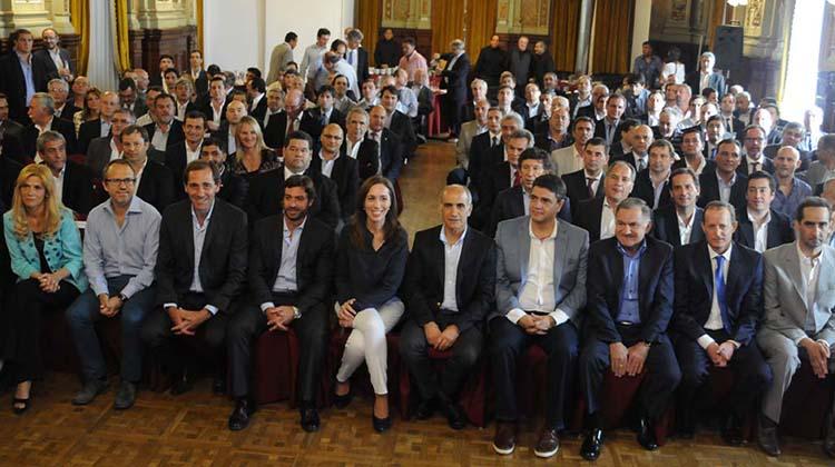 Con asistencia casi perfecta: Vidal se reunió con intendentes