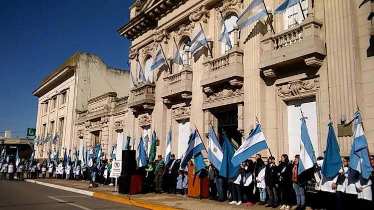 Los nuevejulienses celebraron el Día de la Patria