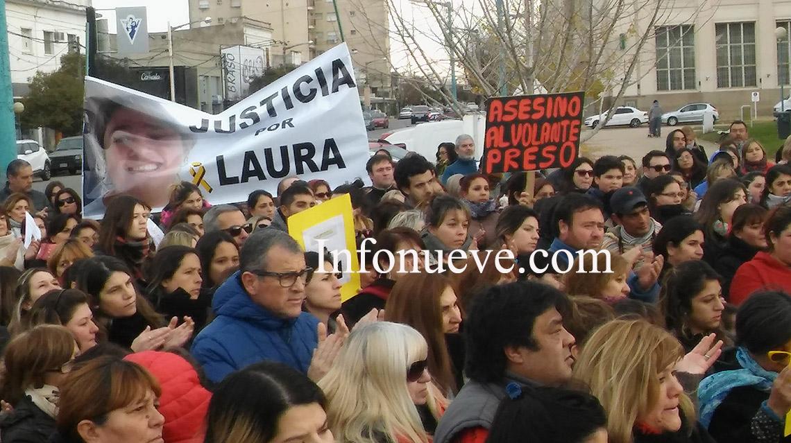 Mutitudinaria marcha en apoyo a familiares de víctimas viales