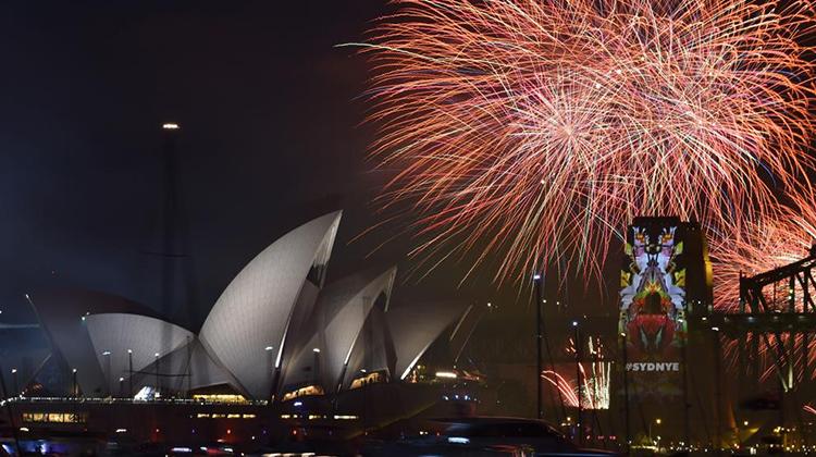 El mundo empieza a recibir al nuevo año