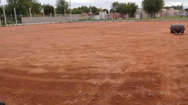 Agustín Álvarez avanza con el tenis