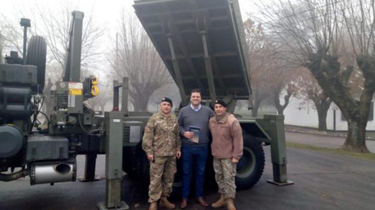 Barroso visitó el Grupo de Artillería en Junin