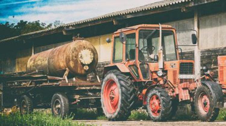Muestra de máquinas agrícolas y autos antiguos