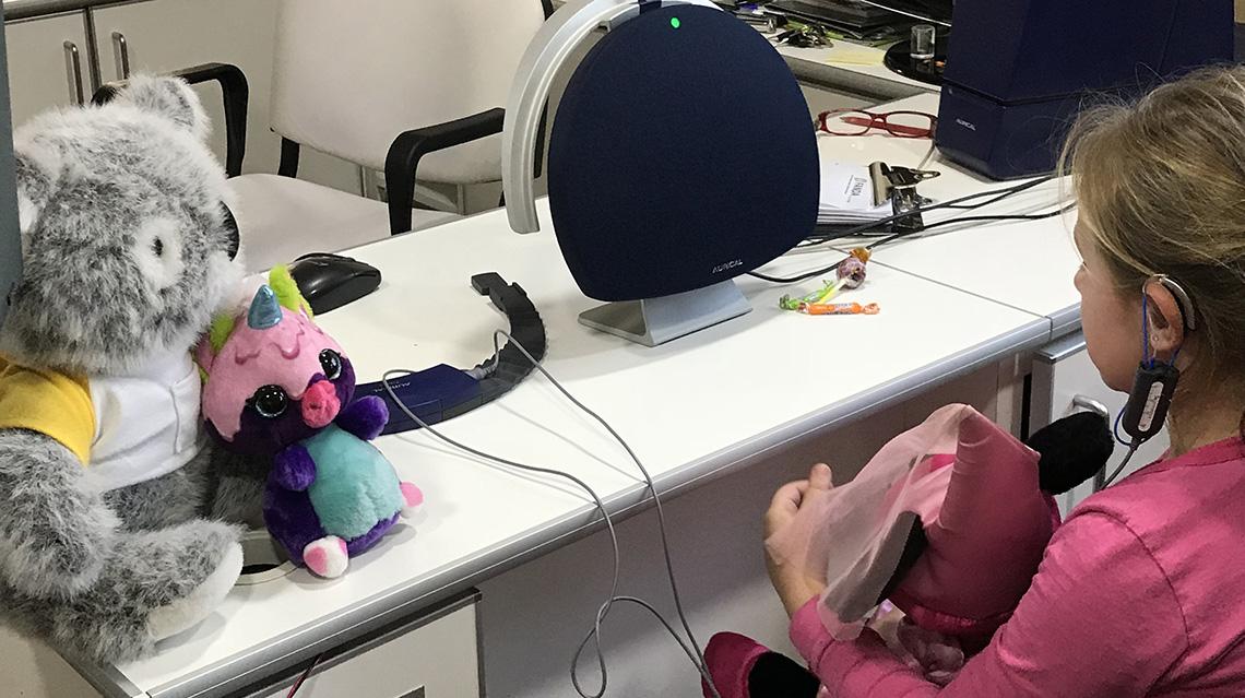 Banco Galicia junto a sus clientes solidarios promueven la salud auditiva en niños y adolescentes