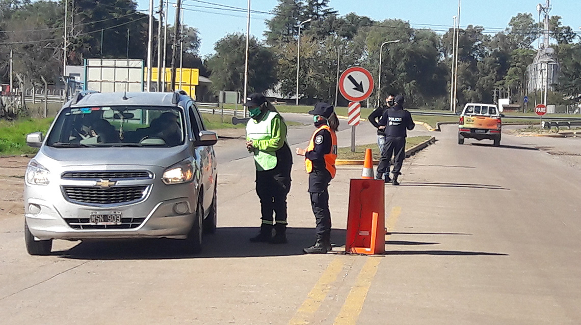 Continúan efectuándose estrictos controles en los accesos a la ciudad