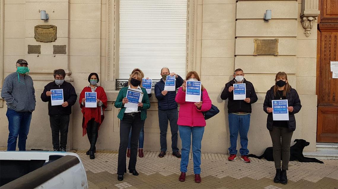 Agencieros nuevejulienses piden por su apertura