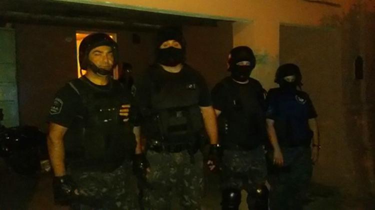 Cocaína, allanamientos y detenido